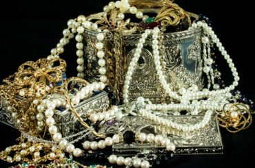 Is it sinful to use Jewelry